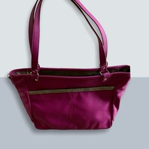 2/40$$ Fuchsia Thirty One Jewell Tote